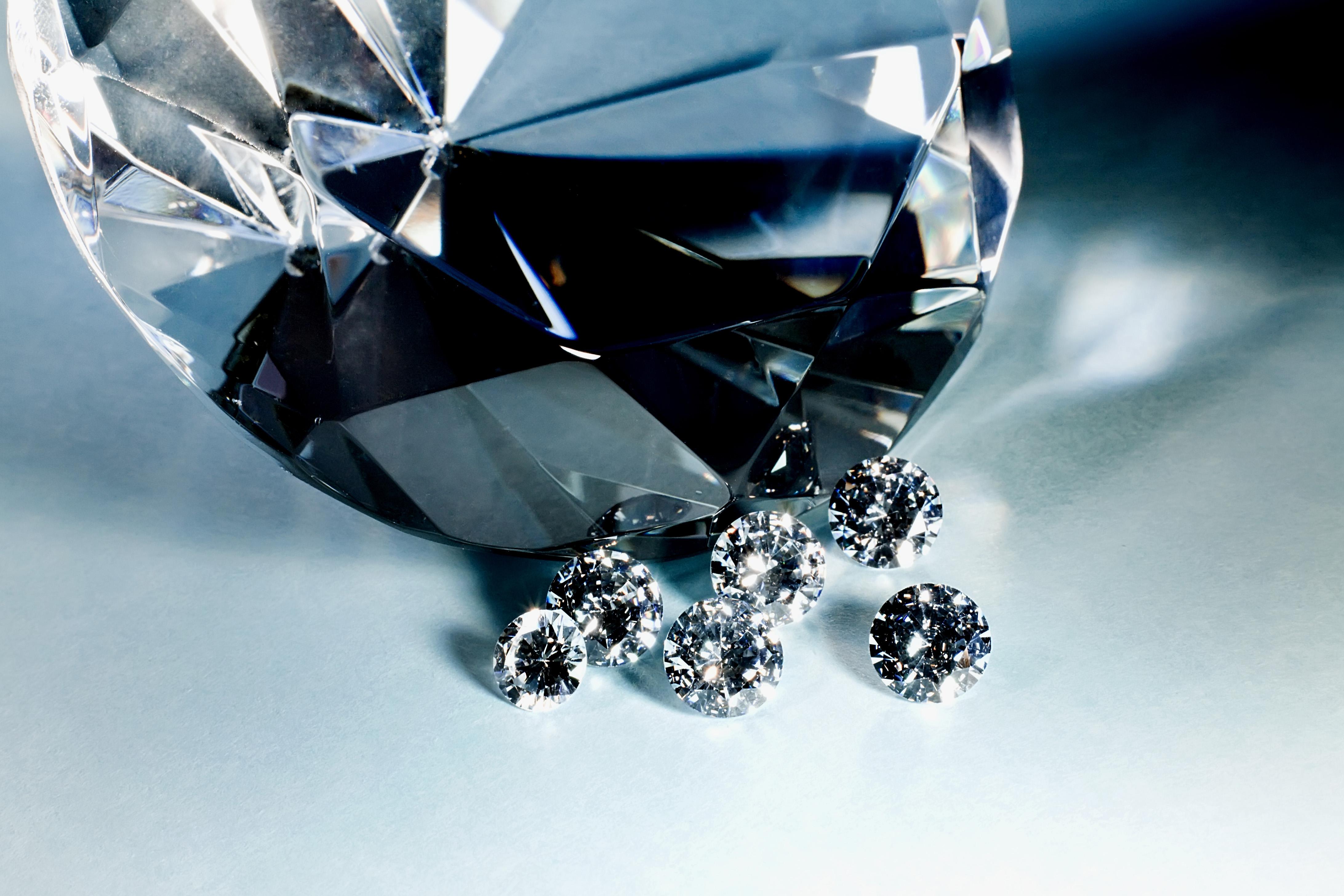 Россыпи бриллиантов вертикальные картинки