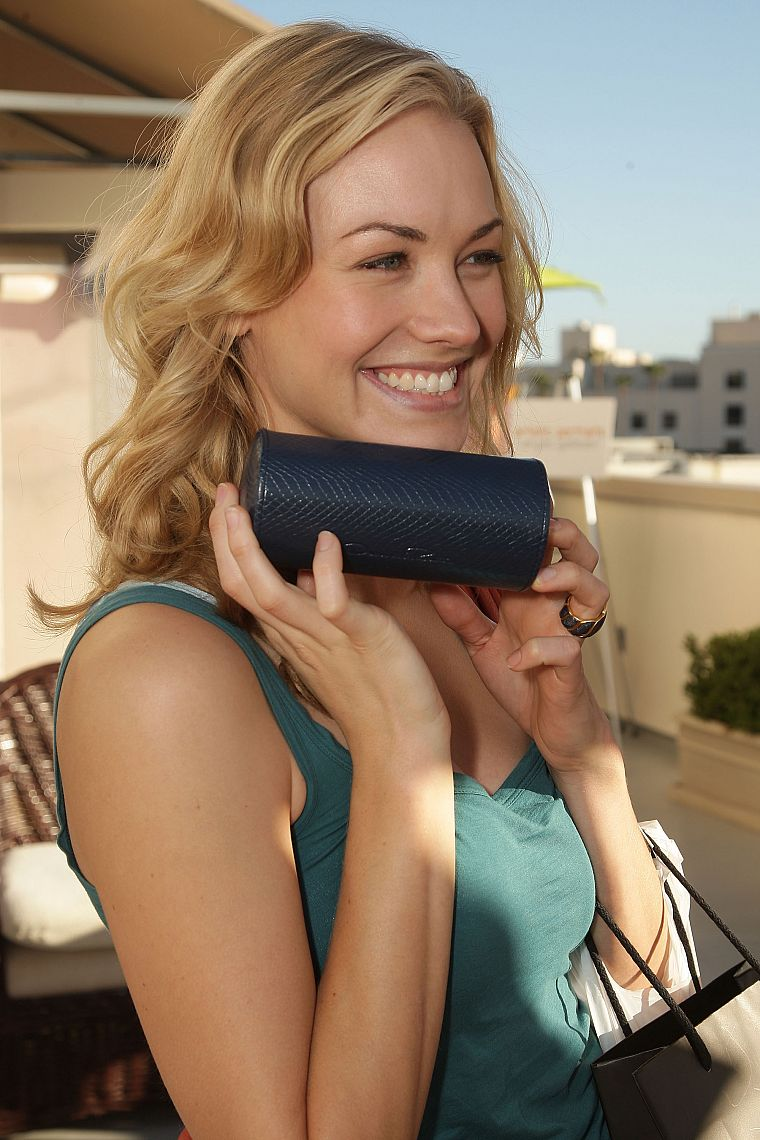 Yvonne Strahovski - desktop wallpaper