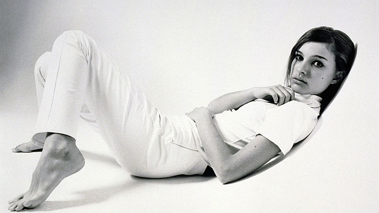 women, actress, feet, Natalie Portman, monochrome - desktop wallpaper