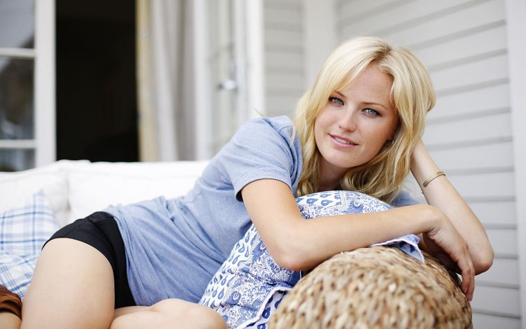 blondes, women, couch, Malin Akerman, smiling - desktop wallpaper