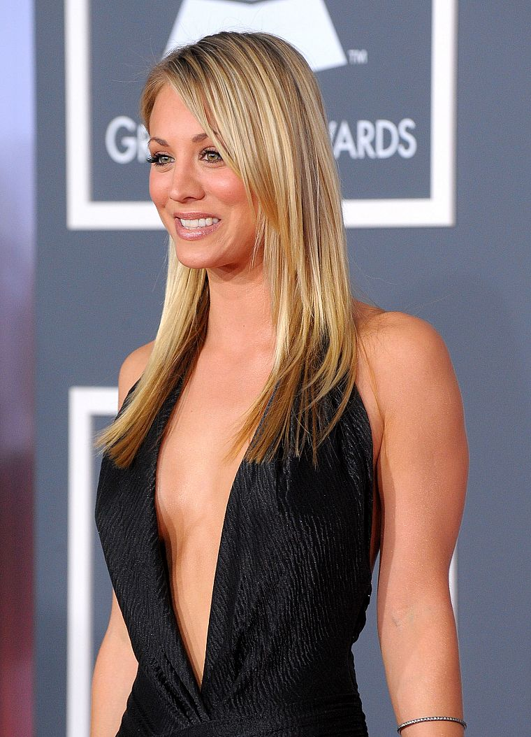 blondes, women, actress, Kaley Cuoco, black dress - desktop wallpaper