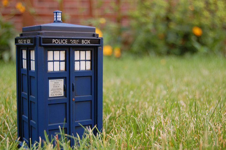 grass, TARDIS, Doctor Who - desktop wallpaper