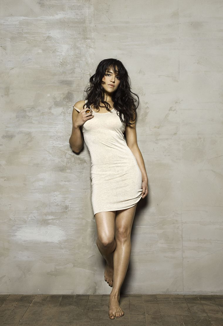 brunettes, women, dress, wall, actress, feet, rings, celebrity, Michelle Rodriguez, barefoot, bricks, white dress - desktop wallpaper