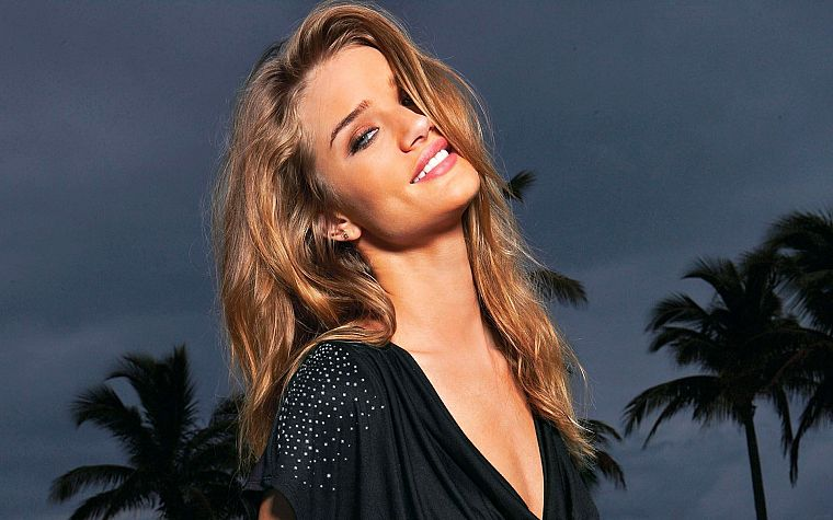 blondes, women, models, smiling, palm trees, Rosie Huntington-Whiteley - desktop wallpaper