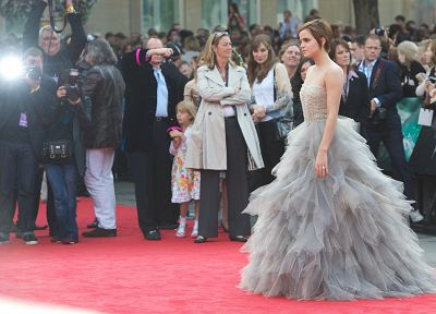 Emma Watson, film, Harry Potter and the Deathly Hallows, red carpet - desktop wallpaper