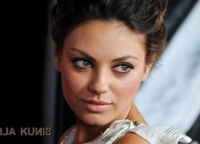 brunettes, women, Mila Kunis, actress, celebrity - random desktop wallpaper