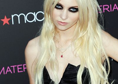 Taylor Momsen - random desktop wallpaper