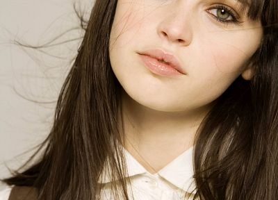 Felicity Jones - random desktop wallpaper