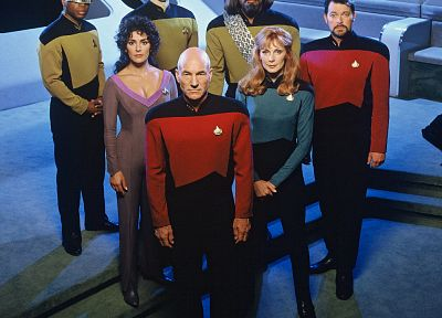 Star Trek, captain, data, Marina Sirtis, Gates McFadden, Worf, Patrick Stewart, Jonathan Frakes, LeVar Burton, Brent Spiner, Michael Dorn, Geordi La Forge, Jean-Luc Picard, Beverly Crusher, Deanna Troi, Star Trek The Next Generation, William Riker - random desktop wallpaper