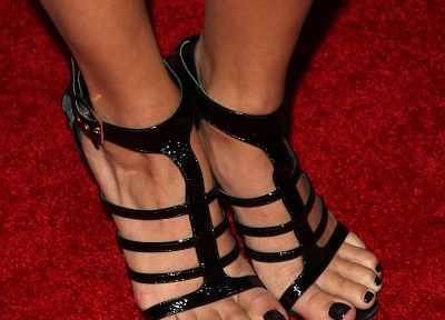 feet, Vanessa Hudgens - related desktop wallpaper