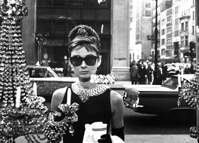 Audrey Hepburn, sunglasses, grayscale, Breakfast at Tiffanys - random desktop wallpaper