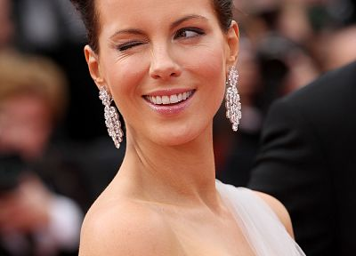 Kate Beckinsale, earrings, wink - desktop wallpaper