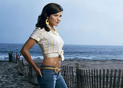 brunettes, women, jeans, celebrity, Sophia Bush, beaches - desktop wallpaper