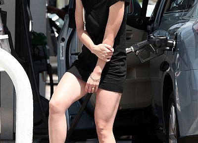Olivia Wilde, sunlight, black dress, gas station - random desktop wallpaper