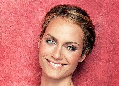 blondes, women, actress, green eyes, Amber Valletta - desktop wallpaper