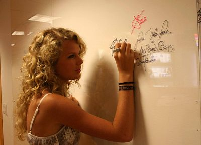 blondes, women, Taylor Swift, celebrity, signatures, Sharpie marker - random desktop wallpaper