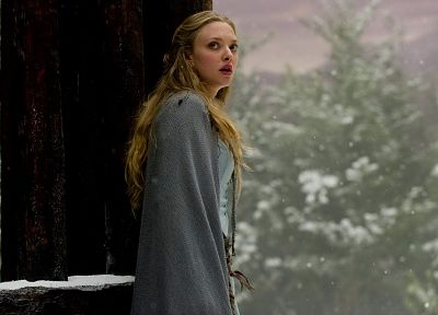 Amanda Seyfried, Red Riding Hood (movie) - random desktop wallpaper