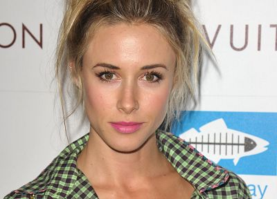 Gillian Zinser - random desktop wallpaper