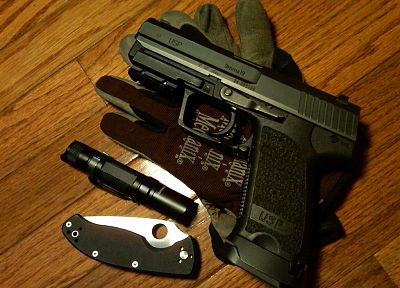 guns, gloves, weapons, knives, Heckler and Koch, USP, .45ACP, Spyderco - random desktop wallpaper