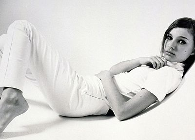 women, actress, feet, Natalie Portman, monochrome - random desktop wallpaper