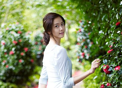 women, nature, flowers, garden, Girls Generation SNSD, Asians, Korean, Im YoonA, K-Pop - desktop wallpaper