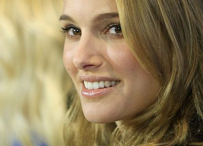 women, Natalie Portman, smiling, faces - random desktop wallpaper