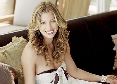 blondes, women, actress, models, Jessica Biel, celebrity, green eyes, curly hair - desktop wallpaper