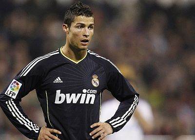 black, diver, sports, soccer, Real Madrid, Cristiano Ronaldo, la liga, football star - related desktop wallpaper