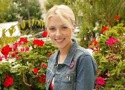 blondes, women, Scarlett Johansson, flowers, actress, celebrity - random desktop wallpaper