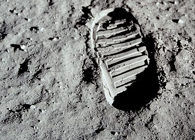 Moon, footprint, Neil Armstrong - random desktop wallpaper
