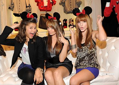 Bella Thorne, Debby Ryan, Zendaya Coleman - desktop wallpaper