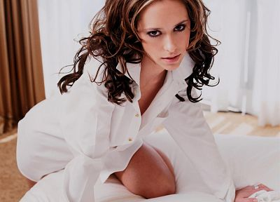 brunettes, women, beds, Jennifer Love Hewitt, celebrity, white shirt - random desktop wallpaper