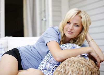 blondes, women, couch, Malin Akerman, smiling - random desktop wallpaper