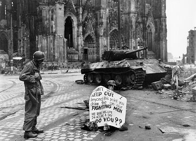 ruins, cityscapes, streets, soldier, architecture, buildings, tanks, World War II, monochrome, historic, cathedrals, Colonization, Cologne, Vienna, old photography, Panther tank - related desktop wallpaper