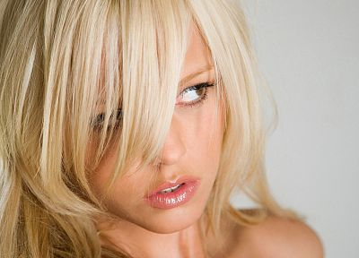 blondes, women, lips, mouth, thinking, brown eyes, Lindsay Marie, faces - related desktop wallpaper