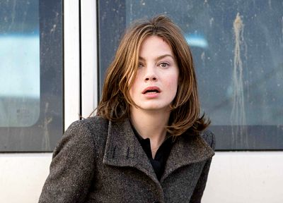 Michelle Monaghan, window panes - random desktop wallpaper