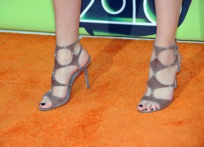 Selena Gomez, feet, celebrity, high heels - desktop wallpaper