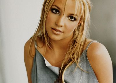 Britney Spears - random desktop wallpaper
