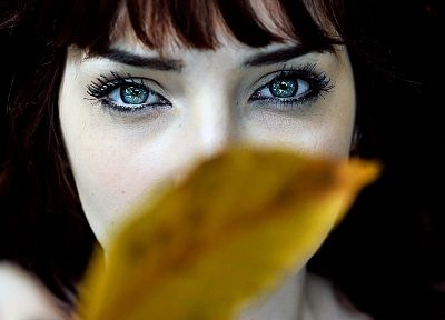 women, eyes, Susan Coffey, leaves, redheads, depth of field, faces - random desktop wallpaper