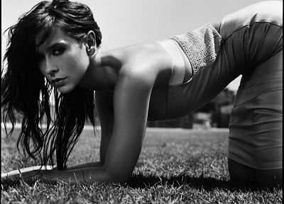 women, grass, Jennifer Love Hewitt, grayscale, monochrome - related desktop wallpaper