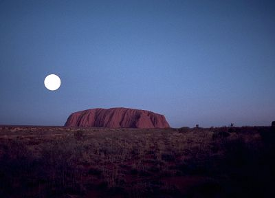 Moon, Australia, Ayers Rock - random desktop wallpaper