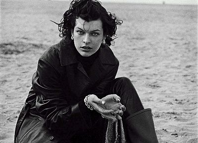 women, sand, grayscale, monochrome, Milla Jovovich - related desktop wallpaper