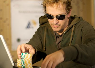 men, sunglasses, poker chips, Phil Laak - desktop wallpaper